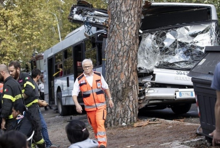 incidente autobus roma